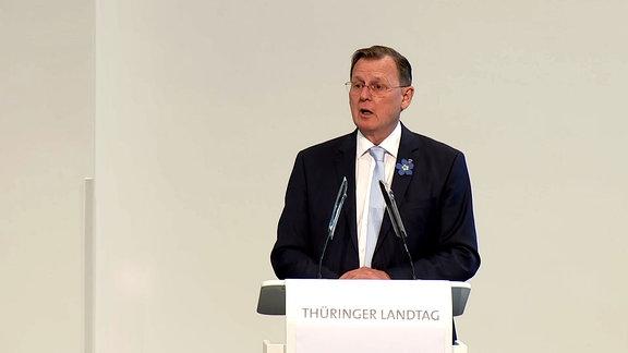 Thüringens Ministerpräsident Bodo Ramelow gibt im Thüringer Landtag eine Regierungserklärung zur Coronavirus-Pandemie ab