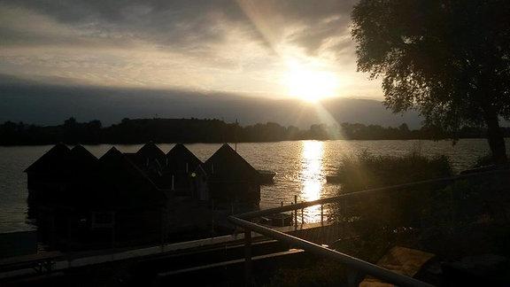 Sonnenuntergang über dem Alperstedter See in Erfurt
