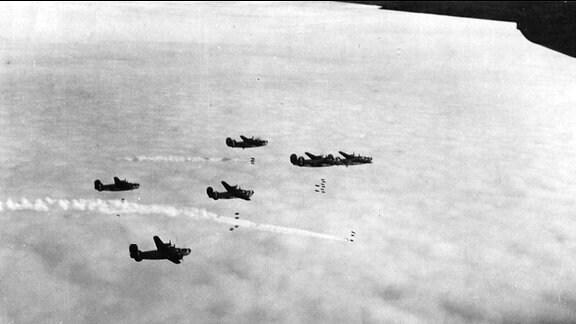 Bombardierung von Gera 1945 - Bomber in der Luft