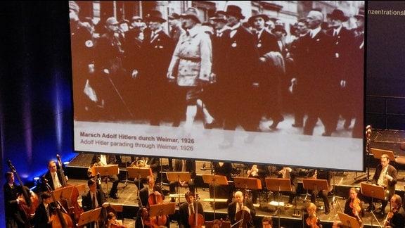 Ein Film zeigte die Geschichte des Nationalsozialismus, besonders die NS-Vergangenheit Weimars stand im Mittelpunkt.