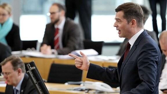 Mike Mohring am Rednerpult im Landtag