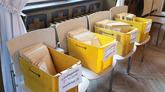 Der Wahlausschuss in Erfurt hat die Stimmzettel zur Landtagswahl geprüft