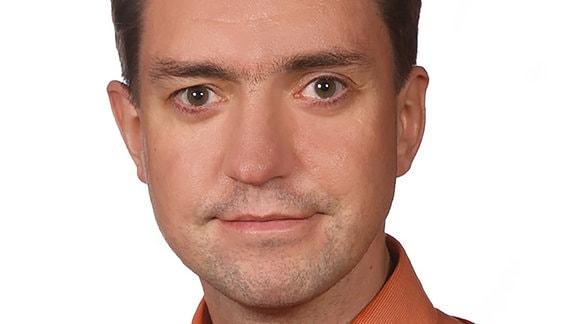 Porträt des Linken-Politikers Sascha Bilay.