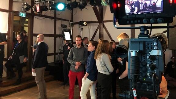 Menschen bei SPD-Wahlparty