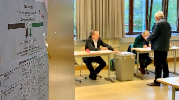 Blick in Wahllokal im Gutenberggymnasium in Erfurt