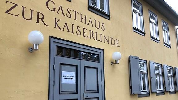 Wahllokal im Gasthaus Zur Kaiserlinde in Zimmernsupra.