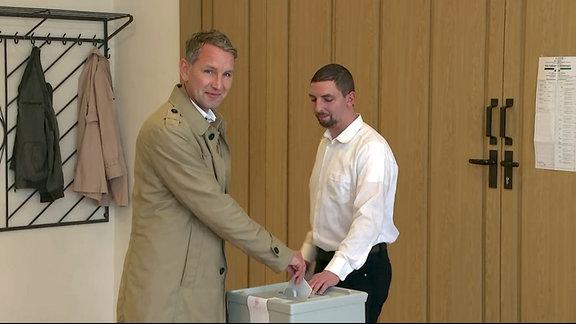 Björn Höcke (AfD) bei der Stimmabgabe.