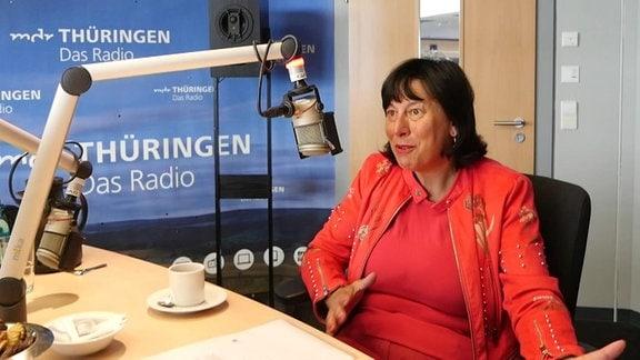 Die Europaabgeordnete Marion Walsmann (CDU) gibt im Studio von MDR THÜRINGEN ein Interview.