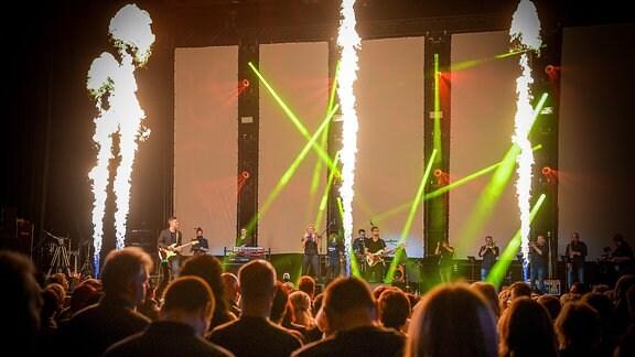 Bei Traumhits 2018 heizten die Stars der 80er und 90er in der Erfurter Messehalle ein. Dabei waren unter anderem Culture Beat, Dr. Alban, Loona, Hot Chocolate und die Weather Girls