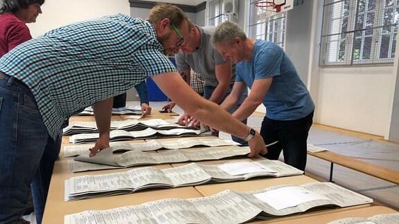 Auszählen von Stimmzetteln in Apolda