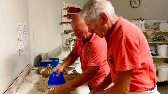 Bäckerei Weißleder in Erfurt, mit Senior-Chef Wigbert Weißleder (73) und sein Sohn Frank (50)