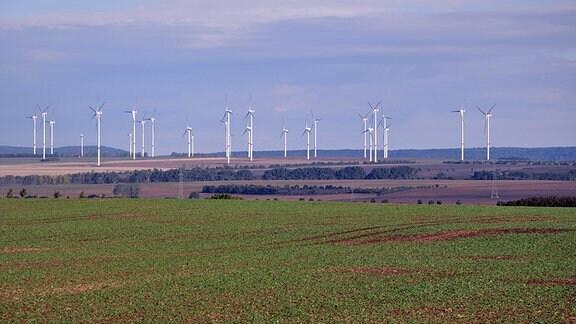 Windkraftanlagen bei Buttstädt im Kreis Sömmerda.