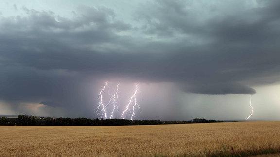 Unwetter über dem Thüringer Becken in der Nähe von Erfurt