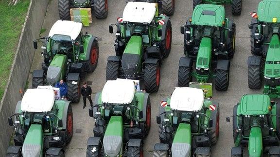 Formation grüner Traktoren