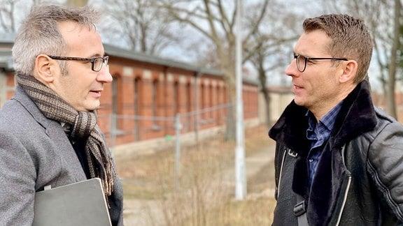 Pressesprecher Daniel Baumbach im Gespräch mit Stephan Wunder vom Garten- und Friedhofsamt Stadt Erfurt