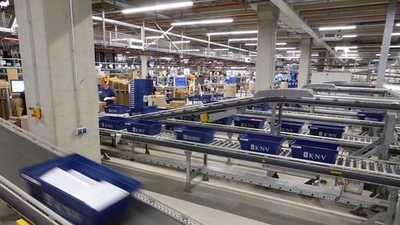 Blick ins Logistikzentrum von KNV in Erfurt.
