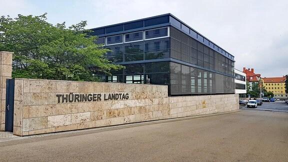 Blick auf das Gebäude des Thüringer Landtages in Erfurt