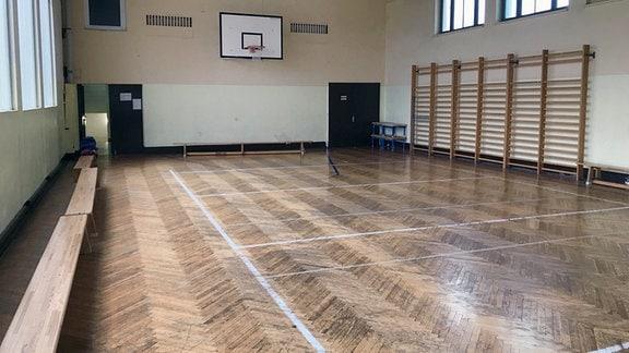 Blick in eine Turnhalle einer Schule in Erfurt.