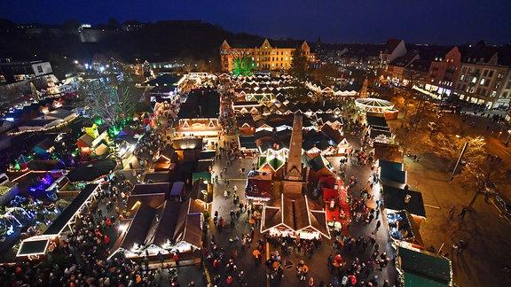 Tausende Lichter leuchten 2018 auf dem Erfurter Weihnachtsmarkt.
