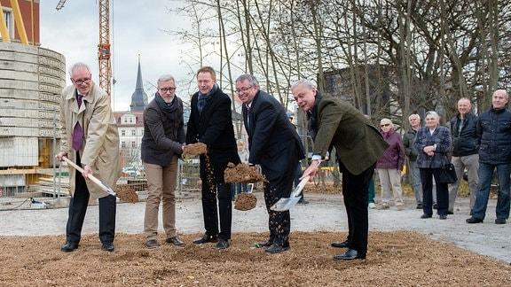 Spatenstich für das neue Bauhaus - Museum im November 2015 (Stefan Schmitt-Hüttebräuker, Benjamin-Immanuel Hoff, Christoph Matschie, Stefan Wolf, Hellmut Seemann)
