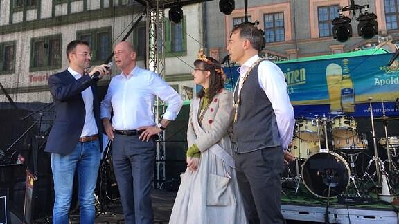 Wirtschaftsminister Tiefensee bei Eröffnung des Zwiebelmarktes
