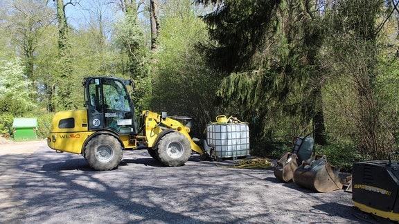 Parallel müssen überall im Park Bauarbeiten koordiniert werden.