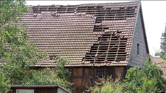 Hausdächer in Hauröden im Eichsfeld wurden bei einem Unwetter teilweise abgedeckt