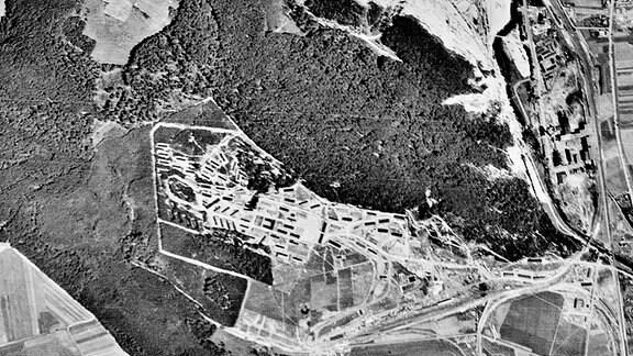 Historische Luftaufnahmen vom Konzentrationslager Mittelbau-Dora nahe Nordhausen vom 22.07.1945.