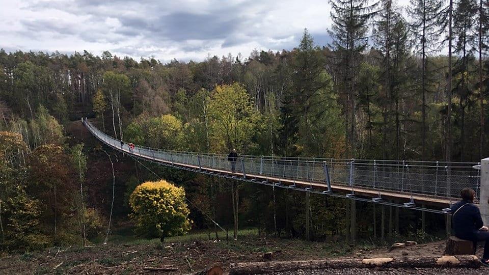 Hängeseilbrücke Braunsroda: Ansturm und Ausbau | MDR.DE