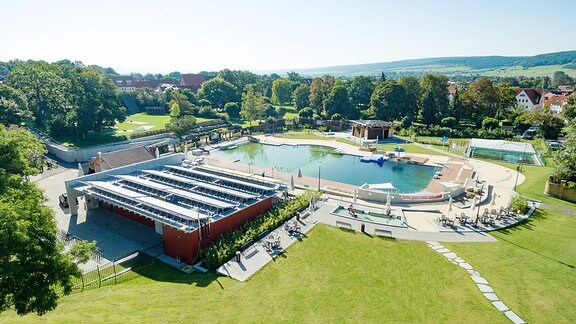 Das Freibad Solewasser Vitalpark in Bad Frankenhausen bietet viel Platz zum entspannen.