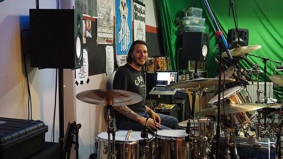 Tom Walther am Schlagzeug