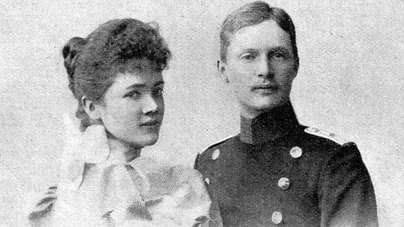 Ernst u. Adelheid: Ernst von Sachsen-Coburg mit seiner Frau Adelheid. Undatiert, wohl im 1898
