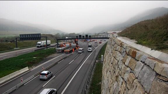 Eröffnung der Nordröhre des Jagdbergtunnels bei Jena in Richtung Westen.