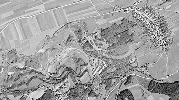 Historische Luftaufnahme vom KZ-Außenlager Laura aus dem Zeitraum des zweiten Weltkriegs am 22.07.1945