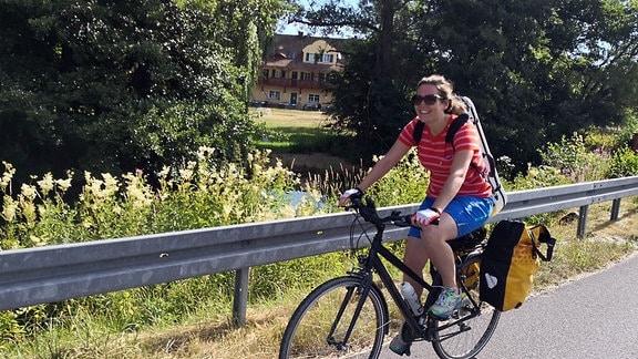 Geigerin Franziska Strohmayr fährt mit dem Fahrrad von Salzburg nach Leipzig