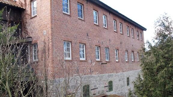 Ein Backsteingebäude