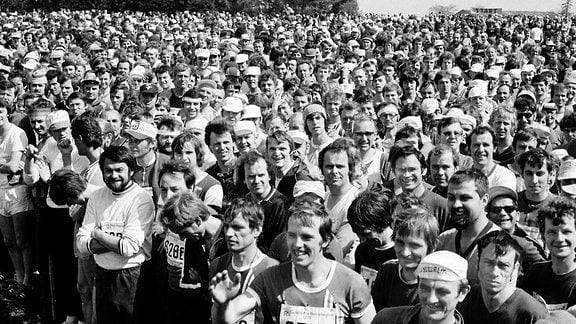 Teilnehmerfeld beim Rennsteiglauf 1980