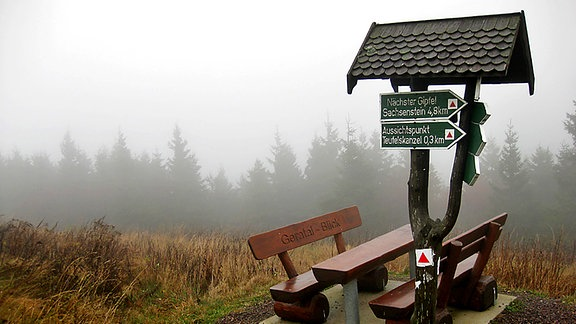 Auf dem Gipfel des 978 Meter hohen Schneekopfes bei Gehlberg im Thüringer Wald