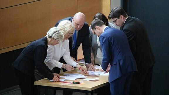Auszählung der Stimmen nach erstem Wahlgang zum Thüringer Ministerpräsidenten
