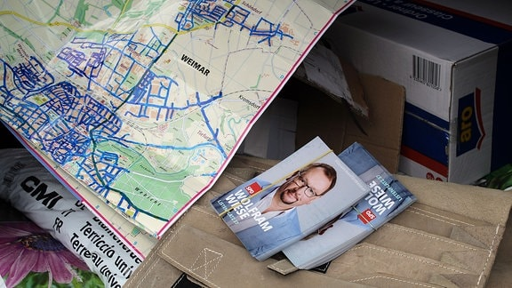 Karte von Weimar und Wahlkampf-Flyer von Wolfram Wiese.