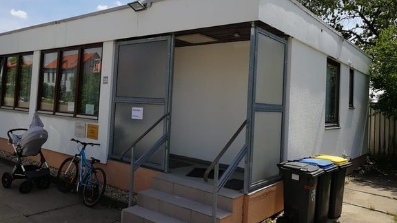 Wahllokal in Gera-Weißig mit undichtem Dach