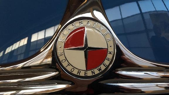 """Autodetail mit der Aufschrift """"Eisenacher Motorenwerk"""""""