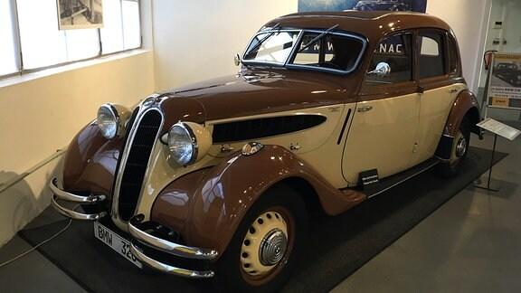 Ein historisches Fahrzeug