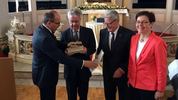 V.l.n.r.: Knut Kreuch, Heinz Fischer, Joachim Gauck, Heike Taubert