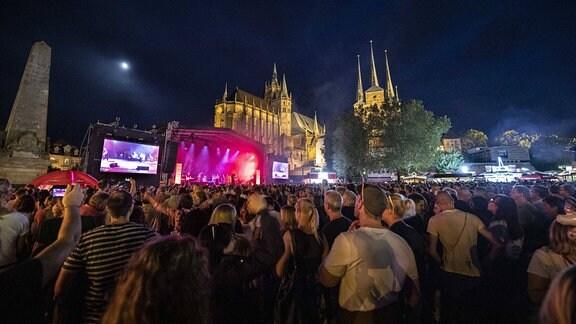 Juli live bei der Eröffnungsparty vom 44. Krämerbrückenfest auf der Antenne Thüringen Bühne auf dem Domplatz.