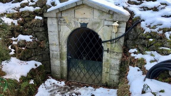 Das Eingangstor zu einer Höhle.