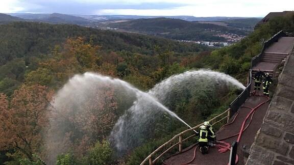 Einsatzkräfte der Feuerwehr während einer Katastrophenschutzübung auf der Wartburg.