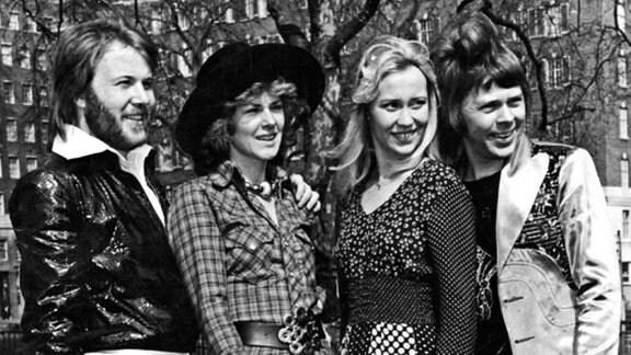 Pop-Gruppe Abba - von links Björn Ulvaeus, Agnetha Fältskog, Anni-Frid Lyngstad und Benny Andersson, 1974