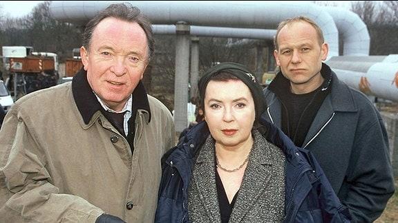 """Peter Sodann, Simone von Zglinicki und Bernd Michael Lade (v.l.n.r.) bei den Dreharbeiten für den Tatort """"Atlantis""""."""