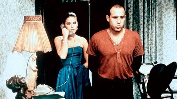Der eingefleischte Junggeselle Elia (Adriano Celentano) würde die attraktive Mailänderin Lisa (Ornella Muti) am liebsten wieder vor die Tür setzen.